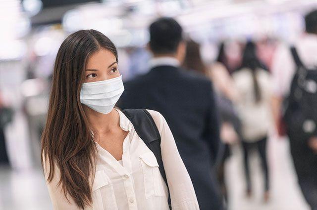 Вирус никуда не делся». Почему важно продолжать носить маски?