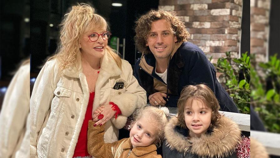 Пугачева и Галкин показали новый семейный портрет с подросшими детьми