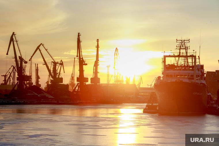 Главный порт ЯНАО изменил правила плавания. Часть кораблей больше ...